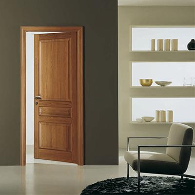 Puertas abatibles de madera clásicas