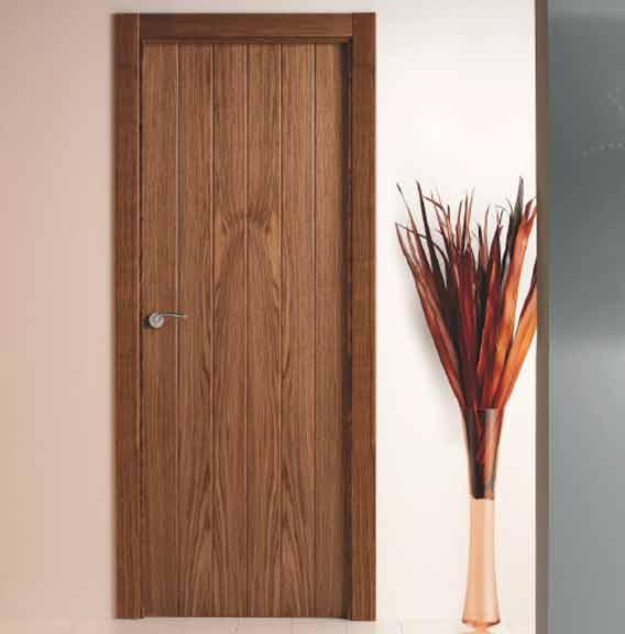 Puertas de madera oscuras